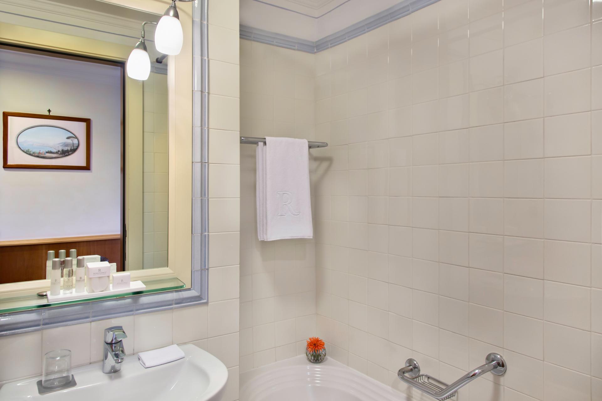 RH_NAPBR_classic_bathroom