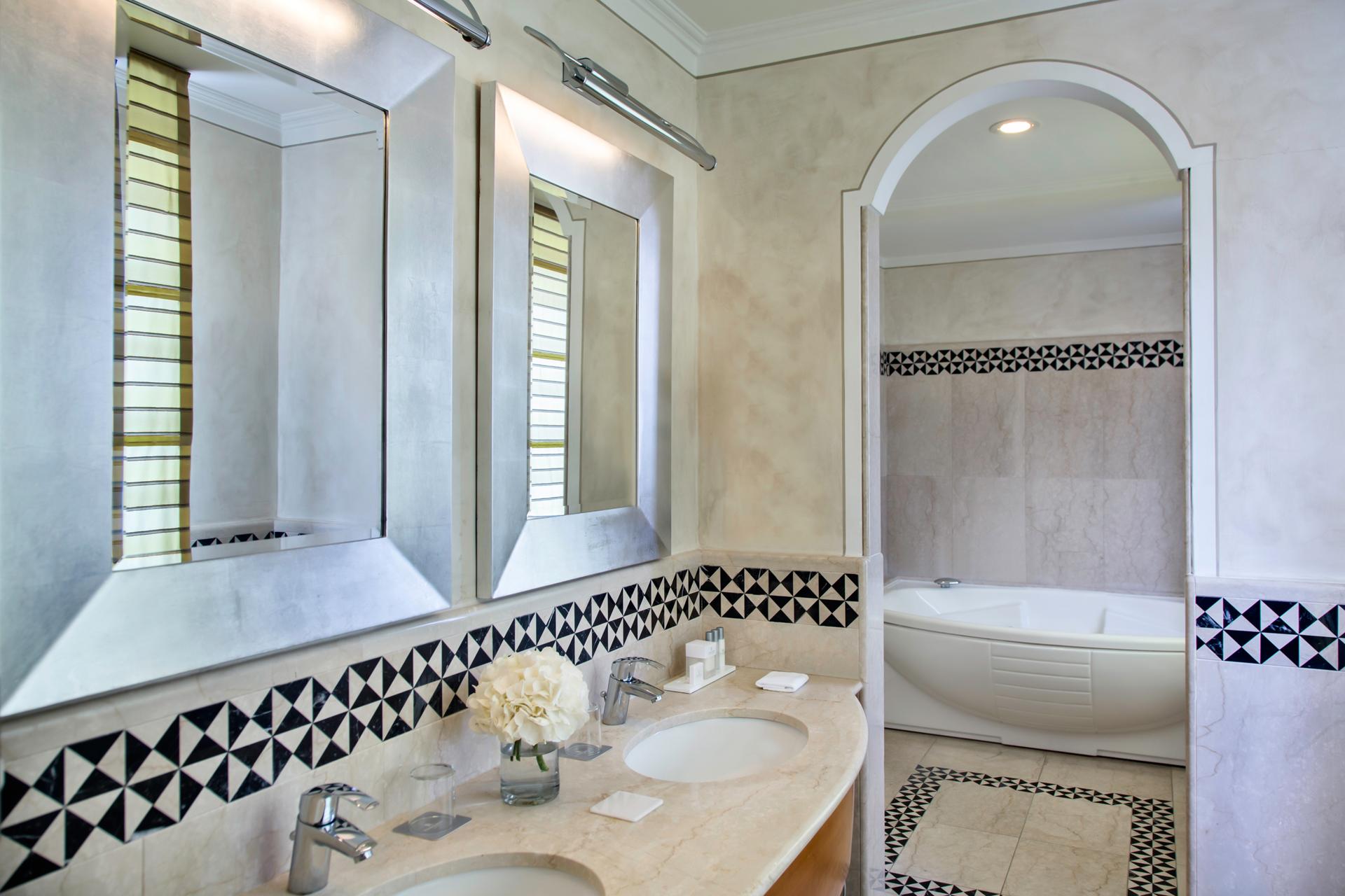 RH_NAPBR_presidential_bathroom