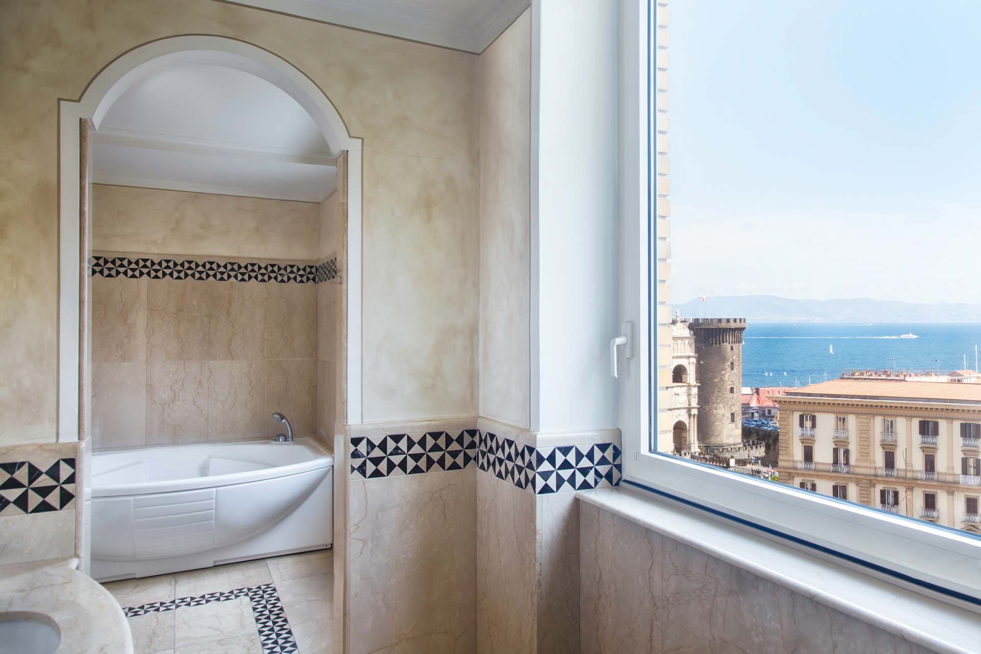 RH_NAPBR_presidential_bathroom_panorama