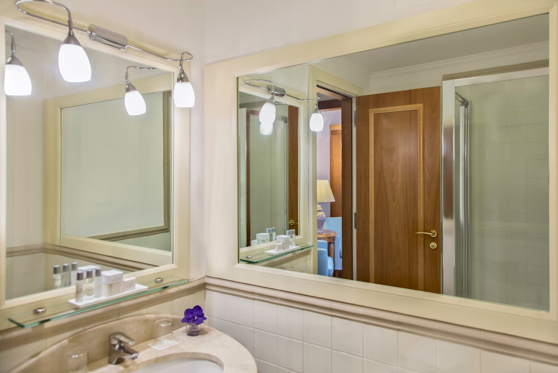 RH_NAPBR_family_superior_bathroom