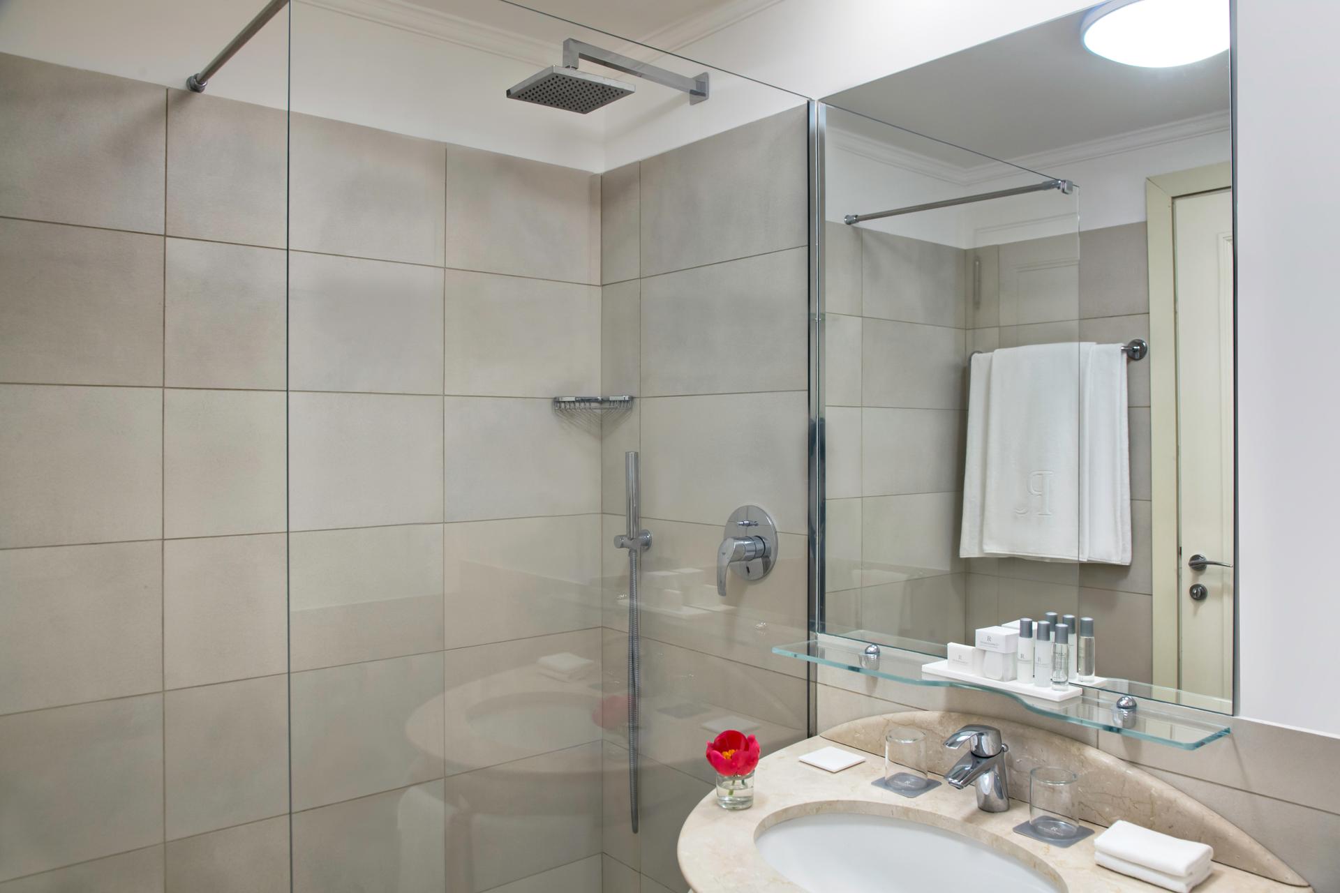 RH_NAPBR_superior_twin_bathroom